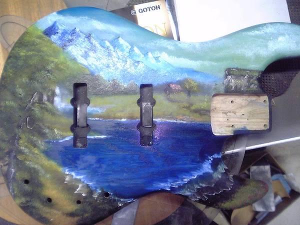 ベースギターに油絵塗ってみた。